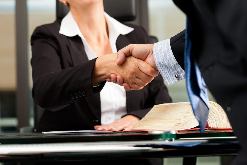 La Mejor Firma Legal de Abogados en Español de Acuerdos en Casos de Compensación Laboral, Mayor Compensación de Pago Adelantado en Bakersfield California